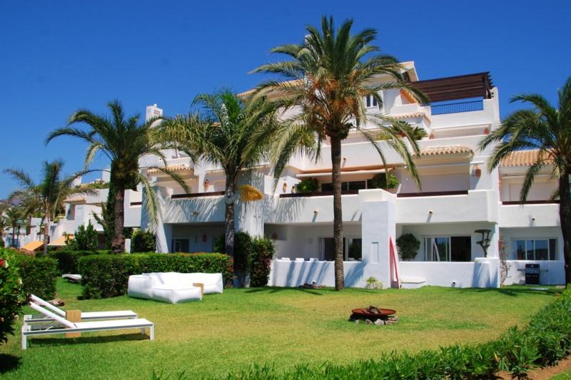 Apartment Los Monteros front line beach, Marbella
